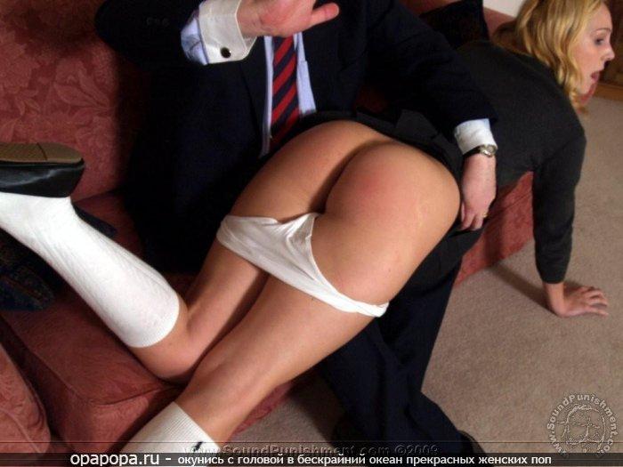 Белобрысая девушка-школьница Ангелина наказанная