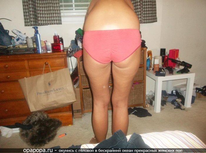 частное фото: девушка Эмилия с массивной лакомой попкой в трусах