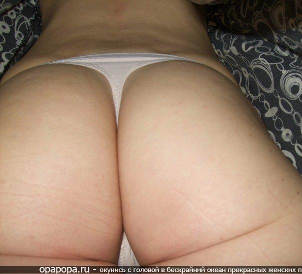 частное фото: девушка Румия с гигантской попкой на кровати в стрингах
