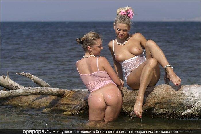 Девушки подружки: дипломницы эффектные и упругие попы на природе без труселей с красивыми грудями