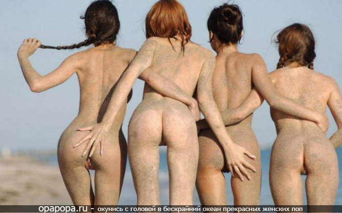 Девушки подружки: маленькие на пляже