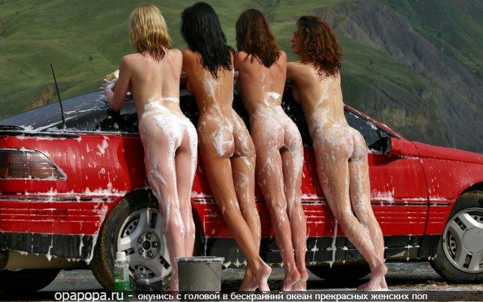 Девушки подружки: промокшие маленькие в машине