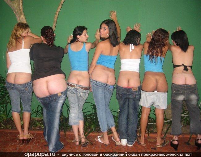 Девушки подружки: в джинсах