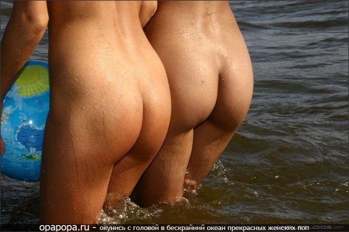 Девушки с девичьими попками идут плавать без трусов