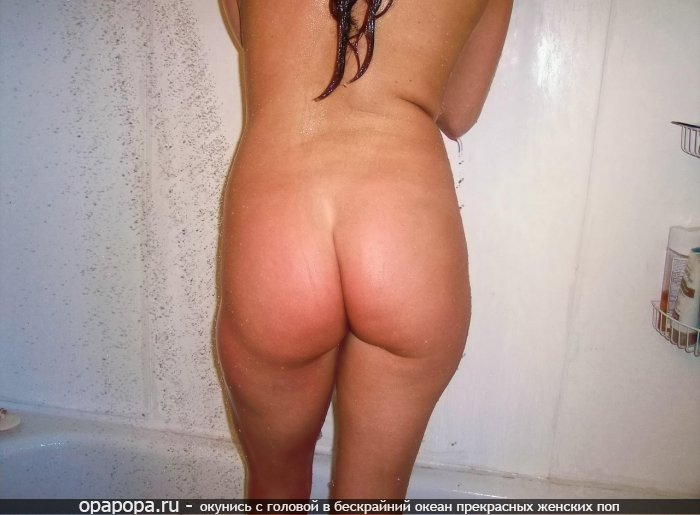 Домашнее фото: девушка Фания мокрая с привлекательной эффектной попой в ванной