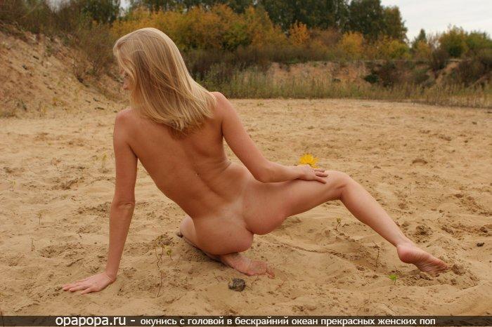 Фото: блондиночки с небольшой крепкой попой на пляже
