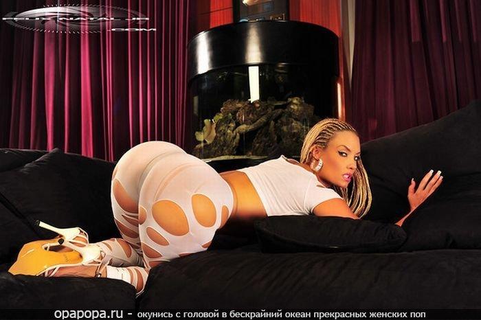 Фото: блондиночки с внушительной попой в колготках
