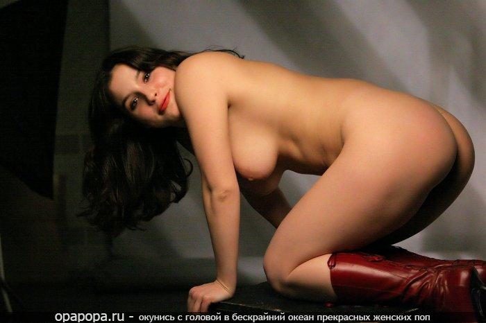 Фото: брюнетки с лакомой эффектной задницей с большими сиськами