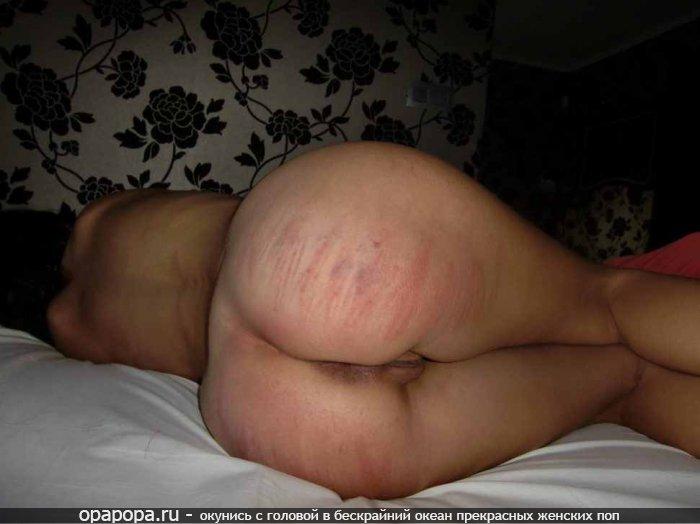 Фото из личной коллекции: девушка Доля отшлепана по своей большой девичьей попке на кровати