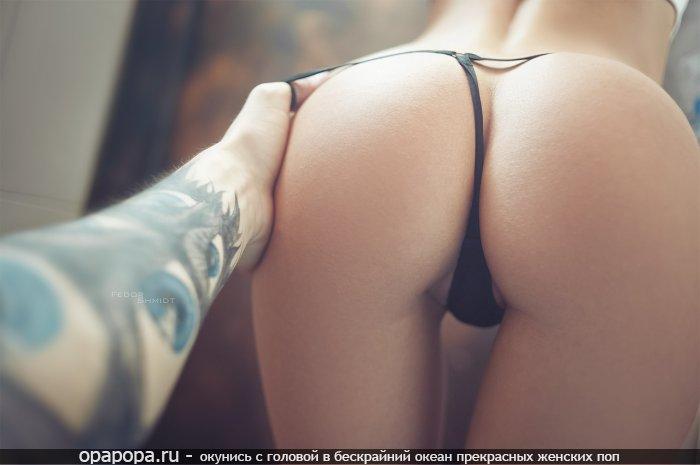 Фото: маленькая смачная задница в стрингах