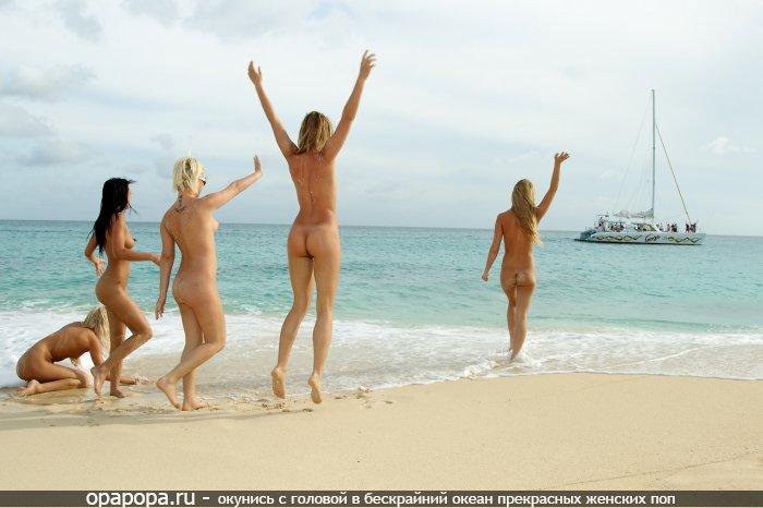 Фото: на пляже без трусиков