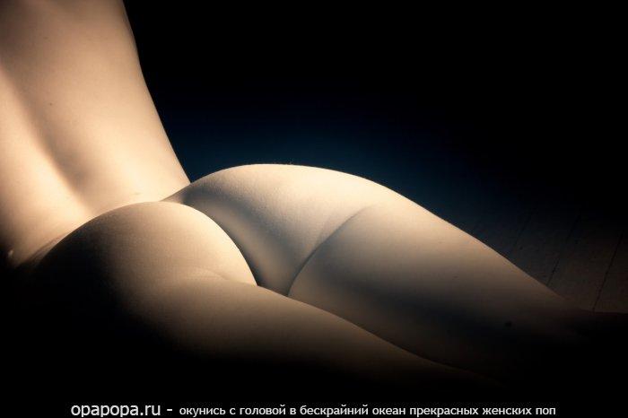 Фото: привлекательная сочная попка без трусиков