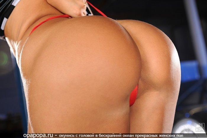 Фото: смуглой опытной женщины с большой эффектной попкой