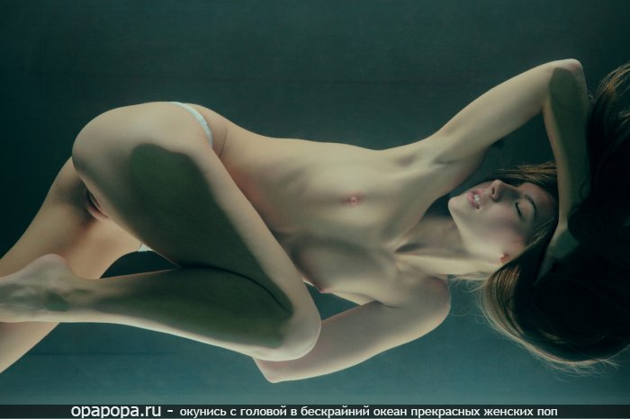 Фото: темнорусой Арины с маленькой задницей без труселей с маленькими сиськами
