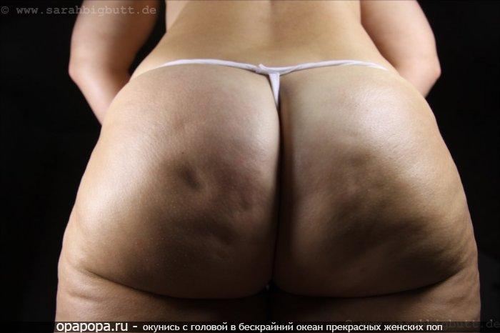 Фото: взрослой женщины с внушительной попой в стрингах