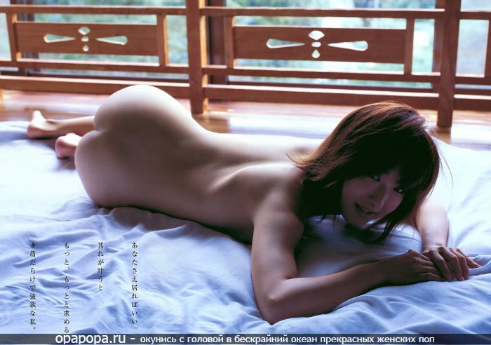 Фотография: азиатки Томилы с сочной попой на полу без трусов