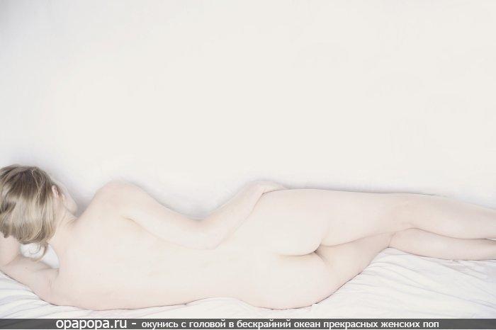 Фотография: белобрысой Ефимии с лакомой попкой без трусиков