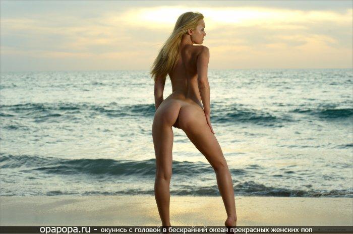 Фотография: блондиночки с маленькой крепкой попой на пляже