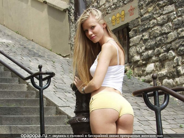 Фотография: блондиночки со спортивной спелой задницей на улице в шортах
