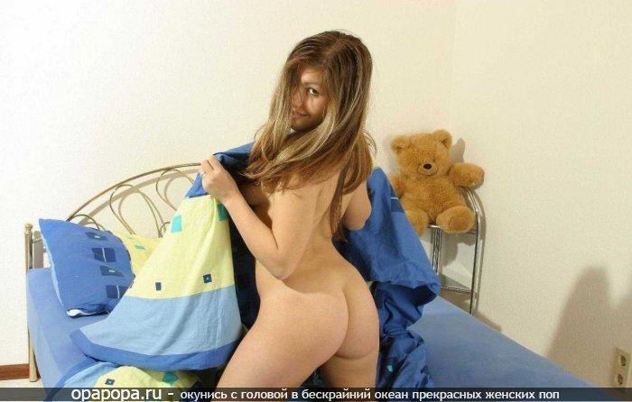 Фотография: малолетней шатеночки Гузели со зрелой привлекательной задницей без трусиков