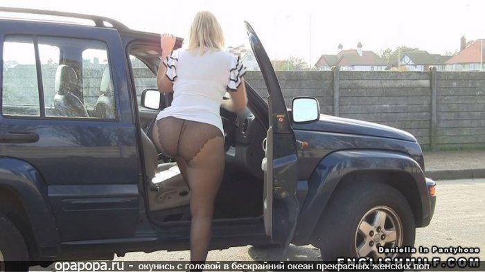 Фотография: огромная попка в машине в колготах