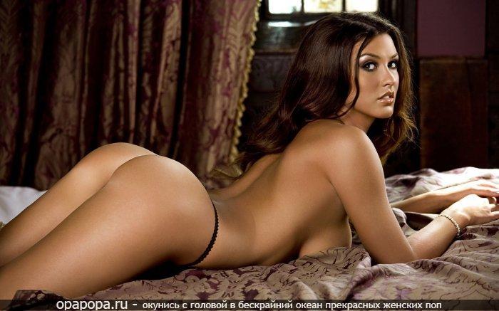 Фотография: опытной женщины с вкусной спелой попой на кровати