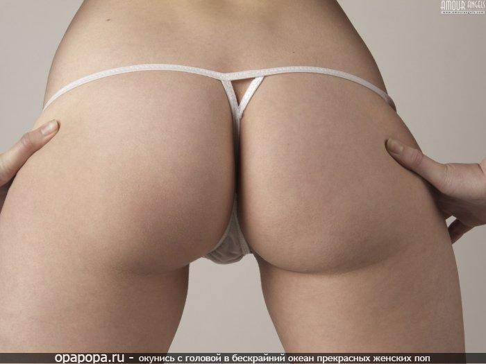 Фотография: привлекательная миниатюрная задница в мини-трусиках