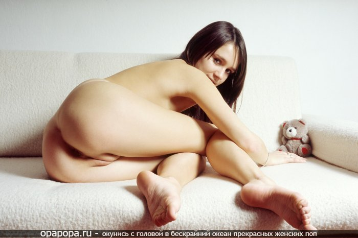 Фотография: шатенки Патриции с девичьей задницей на диване