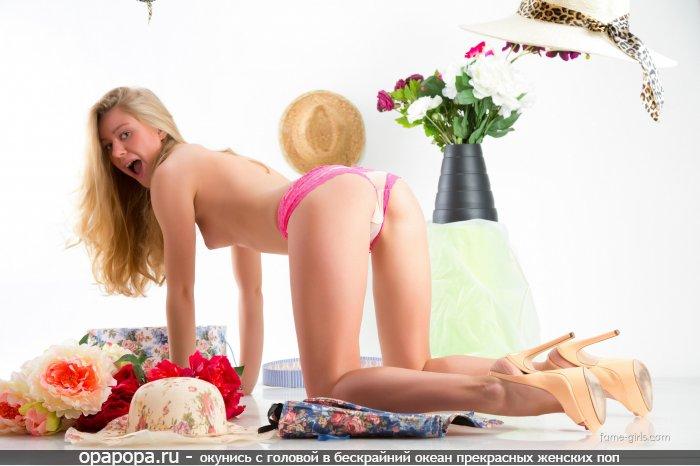 Фотография: светловолосой Береславы с смачной попкой в трусиках грудью