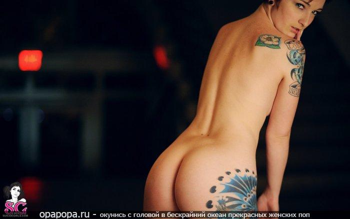 Фотография: зрелой женщины черногривой Феклы с эффектной спелой попой без трусиков