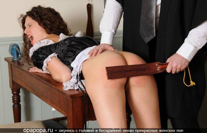 Молодая служанка Нана с лакомой маленькой попочкой без трусов с задранной юбкой отшлепанная и наказанная