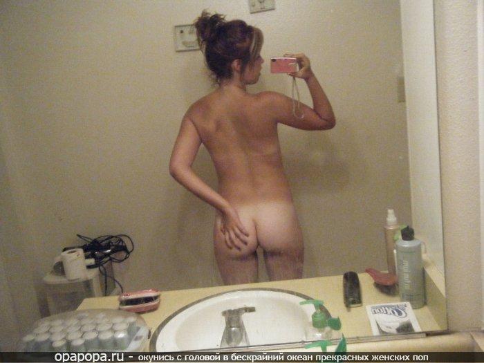 Неопытная девушка Фелиция с девичьей небольшой попкой в ванной