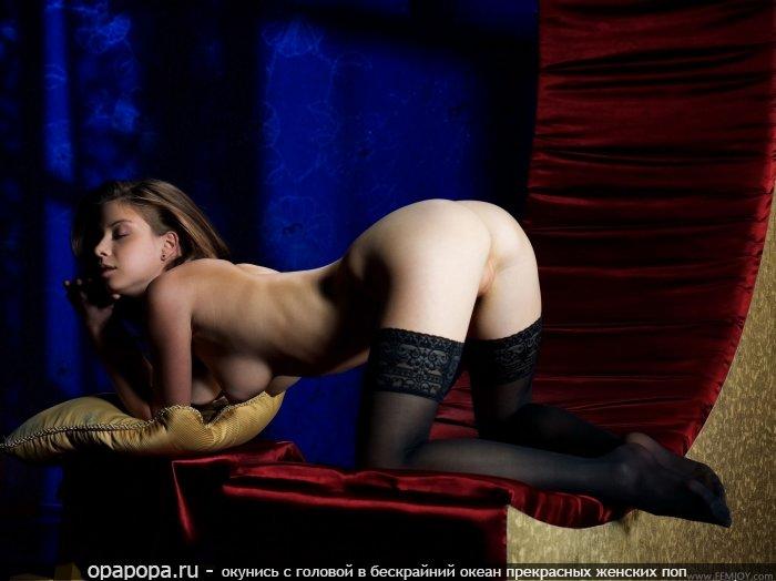 Русоволосая с девичьей маленькой задницей без труселей с крепкими сиськами