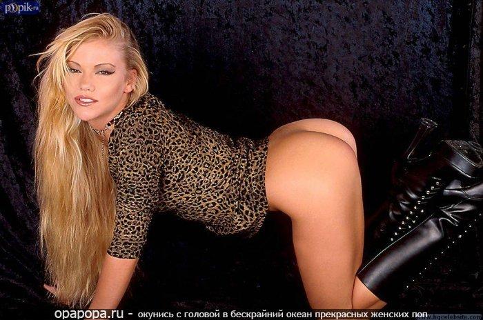 Взрослая женщина блондинка Фаиза с небольшой смачной попой