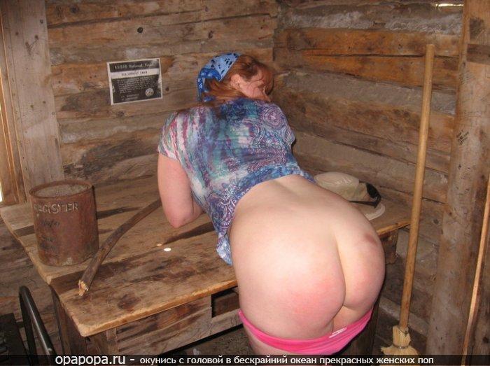Взрослая женщина с огромной попой без трусиков