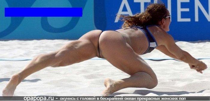 Загоревшая девушка Зита с зрелой спортивной попкой на пляже в стрингах